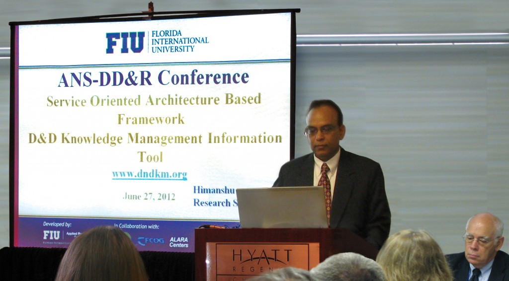 Himanshu Upadhyay presenting D&D KM-IT at DD&R 2012