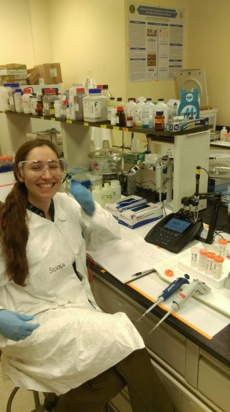 Silvina Di Pietro, working at an FIU Engineering Laboratory.